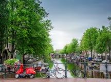 Canal em Amsterdão Fotos de Stock