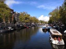 Canal en Amsterdam foto de archivo