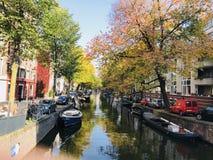 Canal en Amsterdam fotografía de archivo