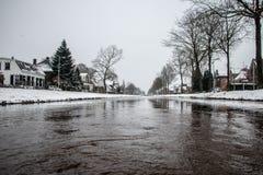 Canal en Dedemsvaart los Países Bajos fotos de archivo