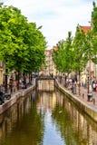 Canal en el distrito de De Wallen de Amsterdam Imagenes de archivo