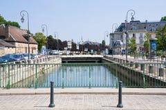 Canal en la ciudad Troyes, Francia Foto de archivo libre de regalías