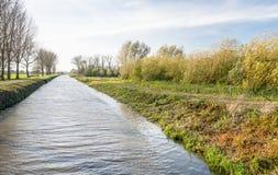 Canal en la temporada de otoño Imagen de archivo