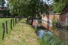 Canal en parc d'abbaye de Citeaux Image libre de droits