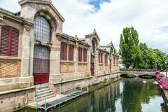 Canal en poca Venecia en Colmar, Francia Fotografía de archivo
