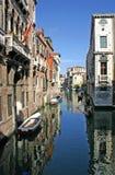 Canal en Venecia fotografía de archivo