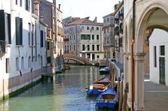 Canal en Venecia imagenes de archivo