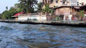 Canal escénico de Bangkok y aguas ásperas almacen de video
