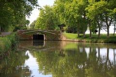 Canal et pont scéniques Images stock