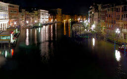 Canal grand la nuit. Venise Photo stock