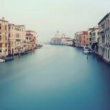 Canal grande em Veneza - vista do brid de Acedemy Fotos de Stock Royalty Free