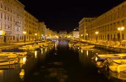 Canal grande en la noche en Trieste Imagen de archivo