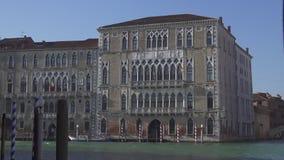 Canal grande en Venecia y el palacio Foscari en el fondo metrajes