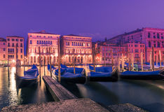 Canal Grande-Gondel-Pierreihe Italiens Venedig über Nacht verankert Stockbild