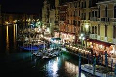 Canal grande na noite, Veneza foto de stock