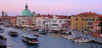 Canal Grande-und Basilika-Santa Maria della begrüßen, Venedig, Italien Lizenzfreie Stockfotografie