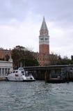 Canal Grande und Glockenturm von St Mark Basilika lizenzfreies stockbild