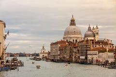 Canal grande y basílica Della Salute Imagenes de archivo