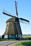 Canal hermoso con el molino de viento Fotos de archivo