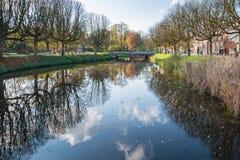 Canal holandés de la ciudad en otoño Fotografía de archivo libre de regalías