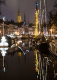 Canal holandés por noche Fotos de archivo