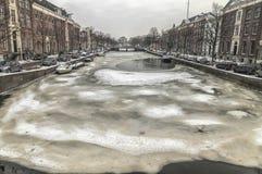 Canal holandês de Haarlem Países Baixos congelado fotos de stock royalty free