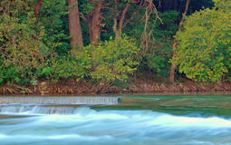 Canal inclinado del río Foto de archivo libre de regalías