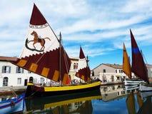 Canal Leonardesque, veleros tradicionales, Cesenatico, Italia del puerto fotografía de archivo libre de regalías