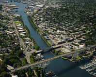 Canal longo e ponte alta Foto de Stock Royalty Free