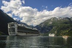 Canal los fiordos de Noruega Imágenes de archivo libres de regalías