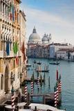 Canal magnífico, Basilica di Salute, Venecia, Italia Imagen de archivo libre de regalías