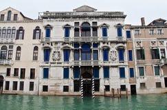 Canal magnífico de la mansión de Venecia fotografía de archivo libre de regalías