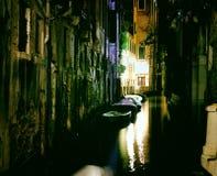 Canal magnífico de Venecia en la noche imágenes de archivo libres de regalías