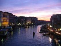 Canal magnífico de Venecia en la oscuridad Fotos de archivo libres de regalías