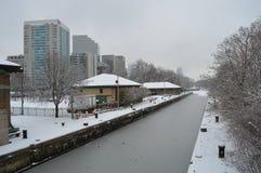 Canal nevado após a tempestade do inverno em Boston, EUA o 11 de dezembro de 2016 Fotos de Stock Royalty Free