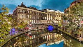 Canal no centro histórico de Utrecht na noite vídeos de arquivo