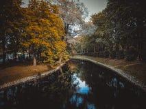 Canal no parque fotos de stock royalty free