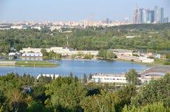 Canal olímpico del rowing en Krylatskoye, Moscú, Rusia imagen de archivo