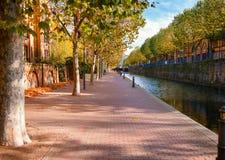 Canal ornamental en los Docklands Londres Reino Unido de Wapping Londres imagenes de archivo