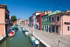Canal pequeno em Veneza Italy foto de stock