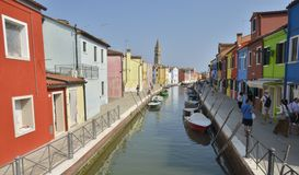 Canal pittoresque dans Burano Photographie stock