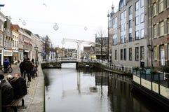 Canal principal de Alkmaar, Países Baixos Imagens de Stock