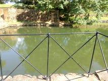Canal que rodeó la roca de Sigiriya imagenes de archivo