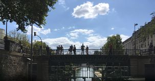 Canal St Martin, Paris, 2017 foto de stock