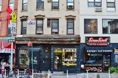 Canal Street de NYC e Broadway do leste Gentrification em lojas novas da vizinhança do bairro chinês fotos de stock royalty free