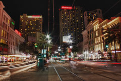 Canal Street di New Orleans alla notte immagine stock