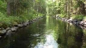 Canal synthétique sur l'île de Solovki clips vidéos