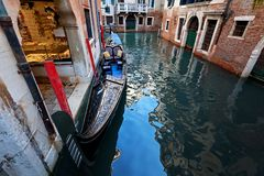 Canal típico em Veneza, Veneza, Vêneto, Itália Fotografia de Stock