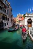 Canal típico em Veneza, Veneza, Vêneto, Itália Fotos de Stock