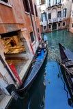 Canal típico em Veneza, Veneza, Vêneto, Itália Foto de Stock